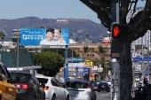 Warto zwrócić uwagę na koreański billboard.